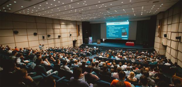 conference process 620x299 - Проведение мероприятий — аренда звука, света, видео и подготовка сцены