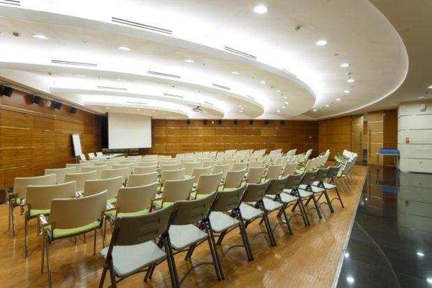 conference hall 620x414 - Современный конференц зал — особенности подбора и организации мероприятий