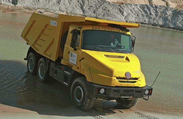 tatra kapot 620x406 - Tatra 815 — чешский полноприводный грузовик-вездеход